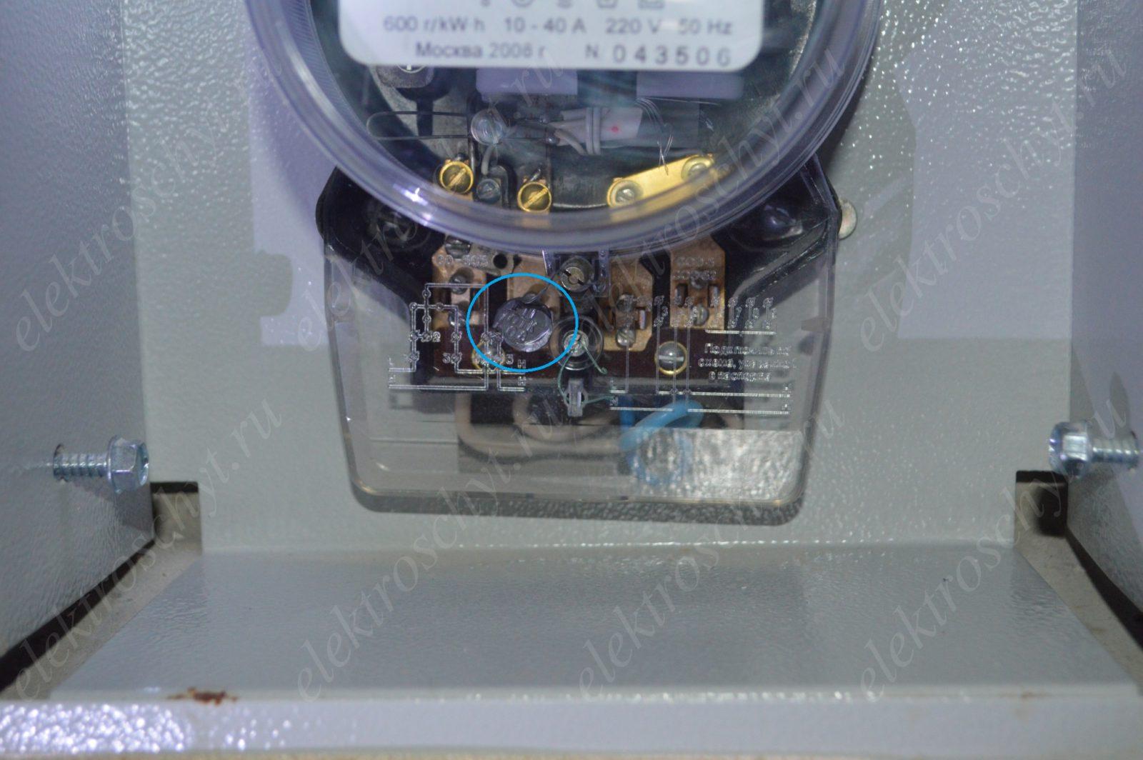 заводская пломба электросчетчика