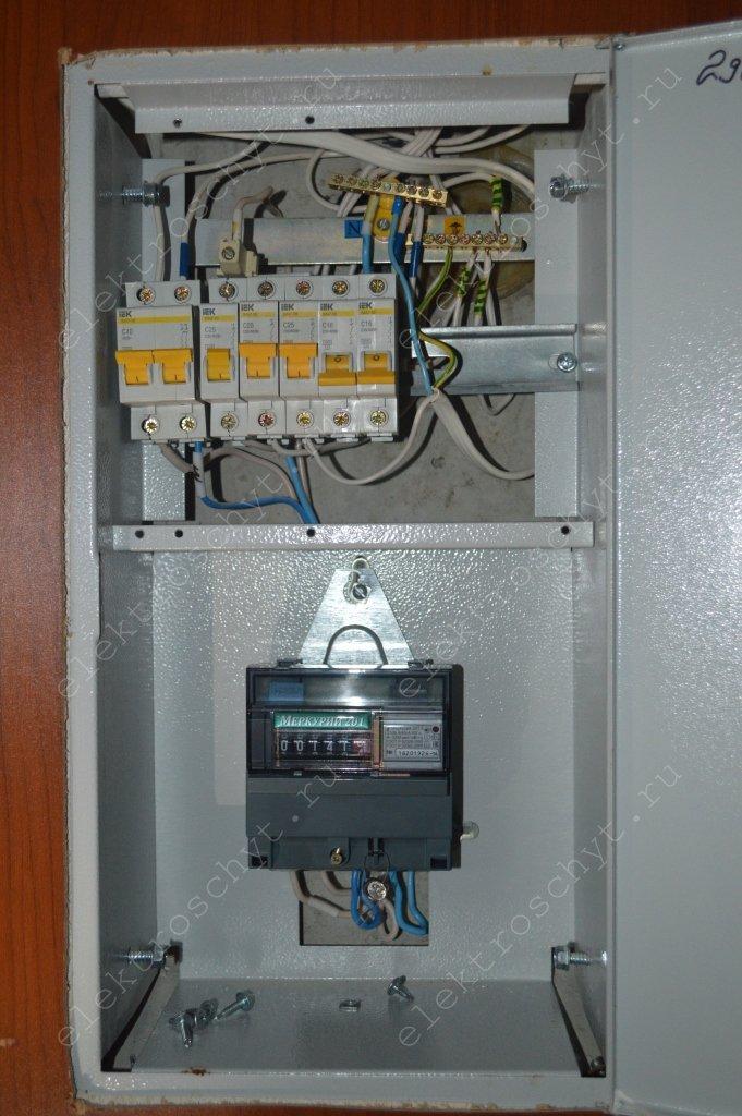 провода в квартирном щитке