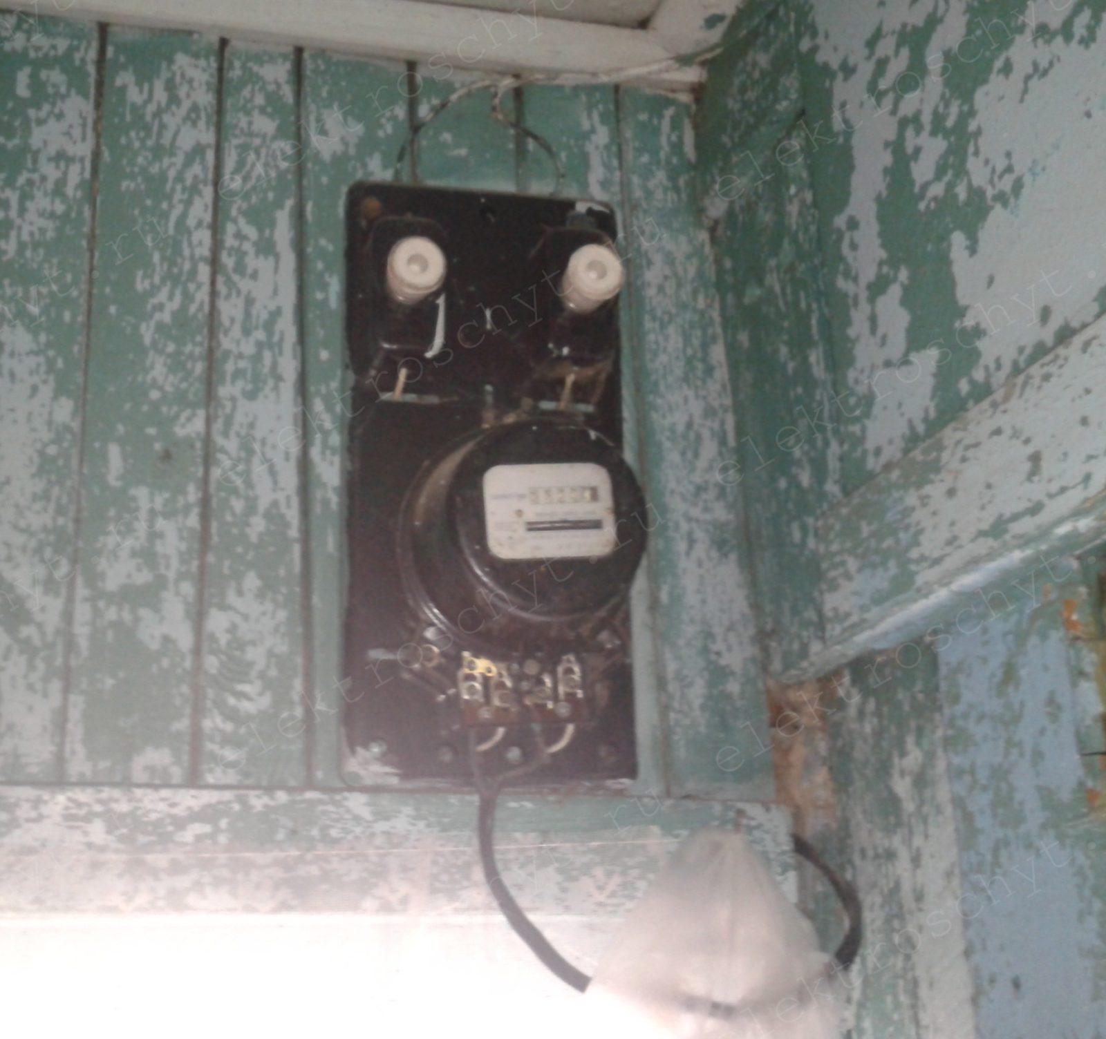 старый электросчетчик